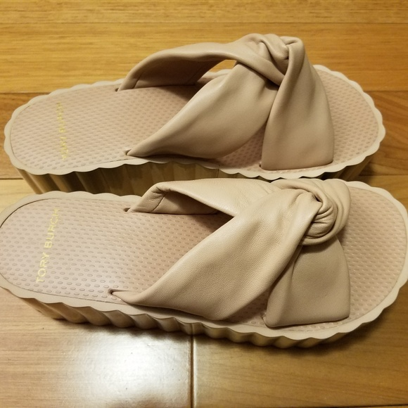 8671874b274 Tory Burch Knotted Scallop Wedge Slide Leather 8